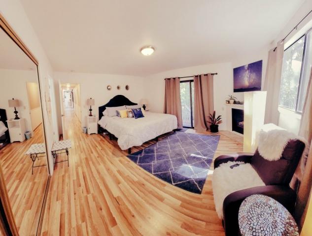 Master-King-Bed-Room-Angels-Landing-Port-Angeles-Washington-Vacation-Home