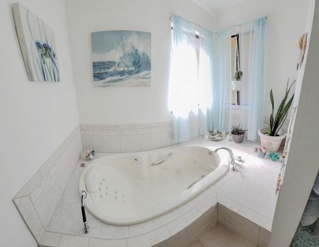 Spa-Tub-Master-Bath-Room-Angels-Landing-Port-Angeles-Washington-Vacation-Home