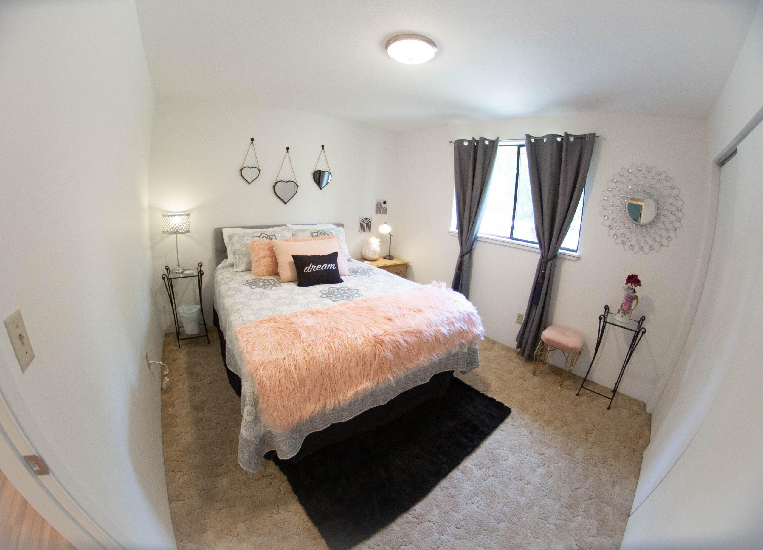 Queen-Bed-Room-Angels-Landing-Port-Angeles-Washington-Vacation-Home